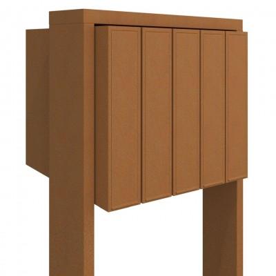 brązowa skrzynka pocztowa na stojaku